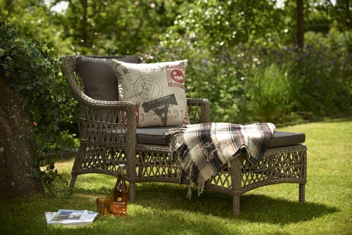Beatrice – vilstol i konstrotting med öppen flätning. Klassiskt vacker. Utemöbler, trädgårdsmöbler, Outdoor furniture.