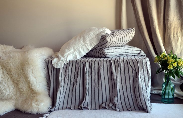 Striscia nera vintage Stonewashed Bedskirt arruffato lino naturale. Mantovana. Letto volant di HouseOfBalticLinen su Etsy https://www.etsy.com/it/listing/475019148/striscia-nera-vintage-stonewashed