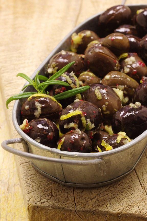 Cinco Quartos de Laranja: Azeitonas marinadas