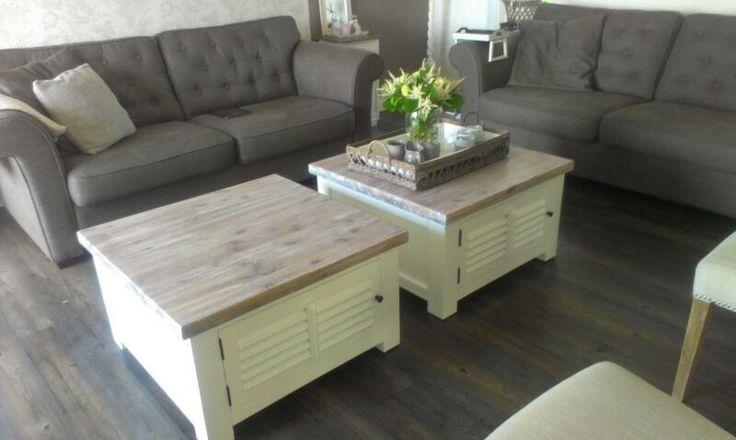 Landelijke witte salontafel, shutterdeurtjes, Top hout naturel, AW 1025. COUNTRY COLLECTIE
