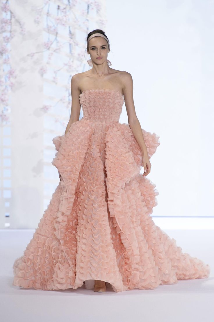 71 best VESTIDOS DE GALA DE FAMOSOS (2 - 1) images on Pinterest ...