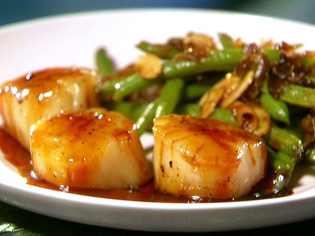 """The best and almost healthy recipe from Paula Dean.  Best to use """"dry scallops"""" if you can find them."""