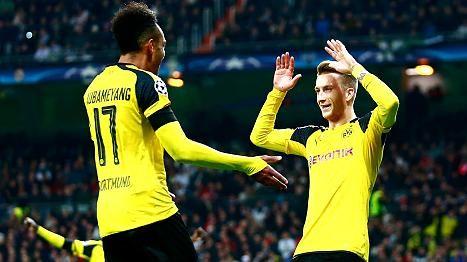 Marco Reus (re.) und Pierre-Emerick Aubameyang bejubeln das 2:2 gegen Real Madrid