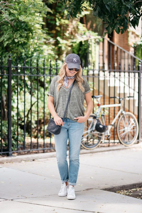 Travel Style: What to Wear in Amsterdam — bows & sequins. Grey t-shirt+boyfriend jeans+white sneakers+grey cap+black crossbody bag+pirnte neck scarf. Summer Casual Outfit 2017