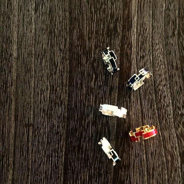 レクタングル型か複雑に重なり合ったwideタイプ。 ・ 【RING RECTANGLE】  COLOR:5色  SIZE:7・9・11・13・15・17  MATERIAL:Silver925, Epoxy resin(シルバー925,エポキシ樹脂)  http://invidia.jp/cate11  http://invidia.jp/cate12 ・ http://invidia.jp ・ #accessory#costumejewelry#jewelry#fashion#code#coordinate#ladies#mens#unisex#invidia_jp#madeinjapan#アクセサリー#コスチュームジュエリー#ジュエリー#ファッション#コーデ #コーディネート#レディース#メンズ#ユニセックス#インヴィディア#ring#silver925#color#リング#シルバー#カラー#手元#手元倶楽部