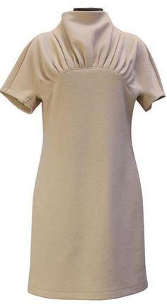 Платье с подрезом и складками на груди