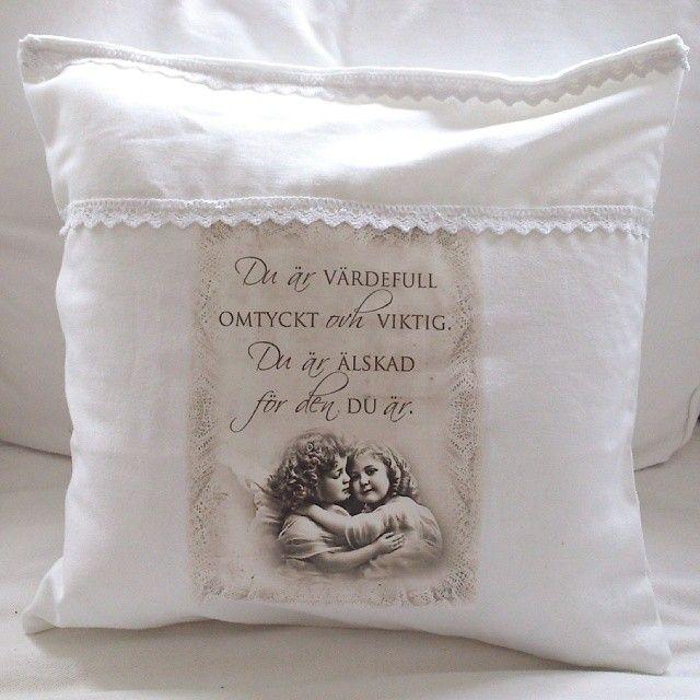 Shabby Chic vintage kudde med spets och med ängel och texten Du är värdefull