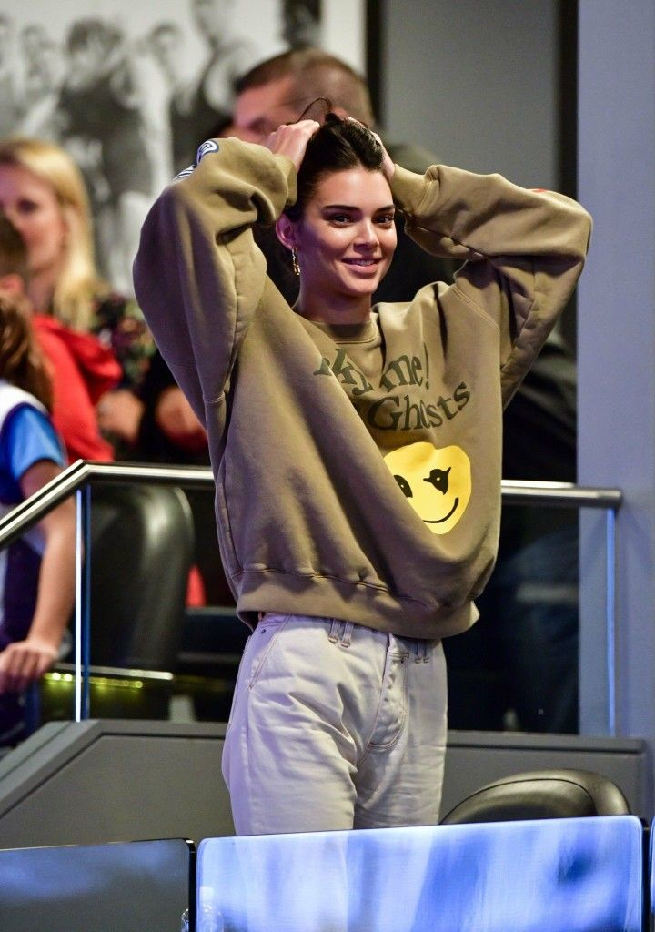 Pin By Anne G On Kendall Jenner Kendall Jenner Crew Neck Sweatshirt Kendall Jenner Outfits