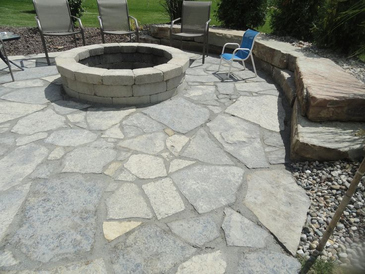 New york blue irregular flagstone patio flagstone for Blue stone patio with fire pit