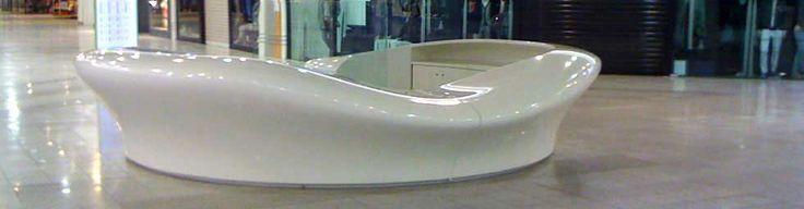 """Mobilier design : Structure """"œuf"""" autoporteuse, en stratifié verre/polyester classé feu M1 pour un espace accueil Carrefour Ecully http://www.formes-et-volumes.fr/mobilier-design.html"""