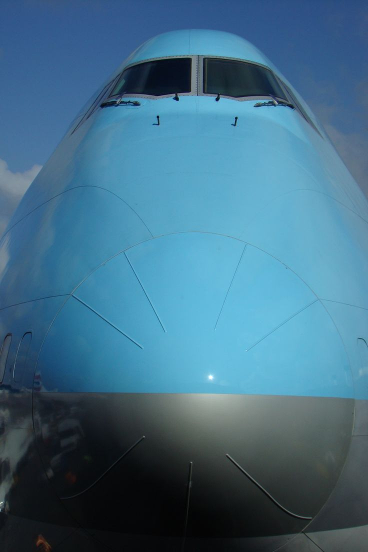 B 747 Blue Nose - it's always such a misleading capture of the 747 - captures the size, lies about what a slick aircraft the 747 is