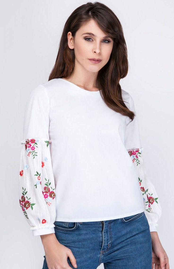 Milu by Milena Płatek MP294 bluzka ecru haft Zjawiskowa bluzka, wykonana z miękkiej bawełnianej dzianiny, przód gładki, klasyczny krój