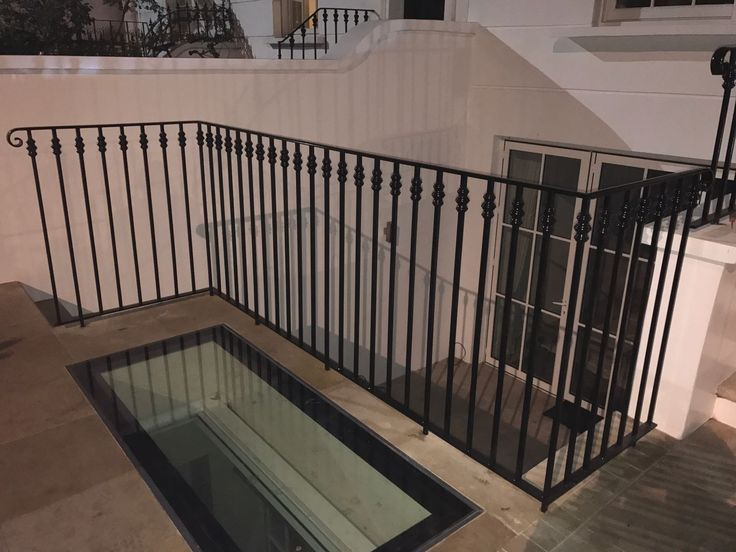 Our RSG4200 railings ensures a combination of good looks and security at the same time; fitted to a residence in South Kensington.