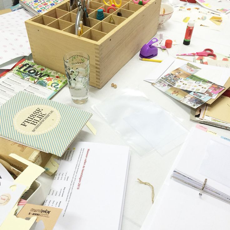 Workshop Agenda 2015 making last night was a success again! There are wonderful examples made. Thanks to holiday books and paper lovers @flowmagazine #workshop #agenda #filofax #projectlife #flow #flowweekly #flowmagazine #creatief More info www.vanonzetafel.nl