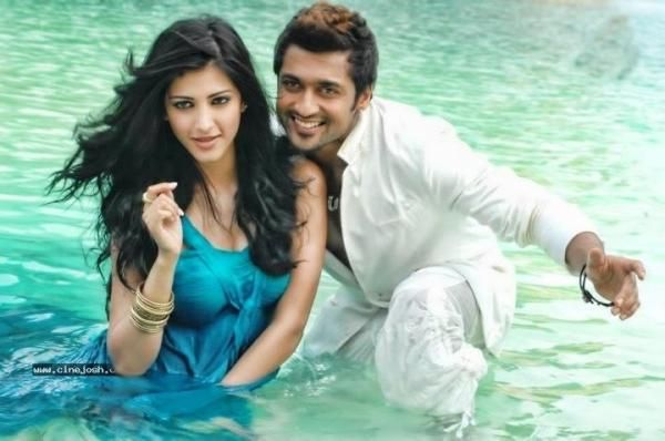 Suriya and Sruthi Hassan in 7 aum Arivu