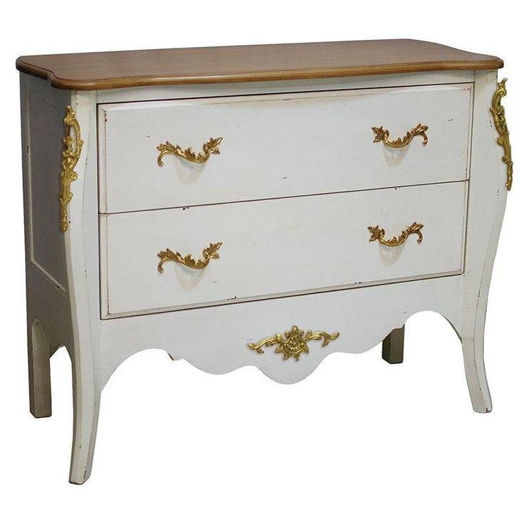 Grozav element de accent între piesele de mobilă dintr-un living clasic, această comoda vintage face frumoasă pereche o oglindă cu ramă antichizată, vopsită în auriu. http://www.retroboutique.ro/mobila/comode/comoda-vintage-baroque-blanc-2342