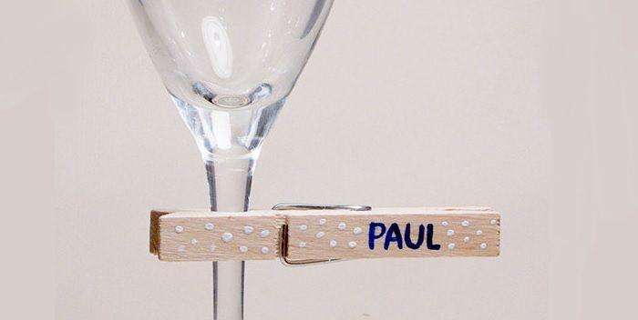 wasknijper naamkaartje op wijnglas