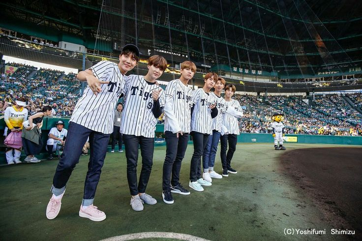 BTS At The Hanshin Tigers vs Nippon Ham Fighters Baseball Game! For the ceremonial first pitch~ (170602) ❤ #BTS #방탄소년단