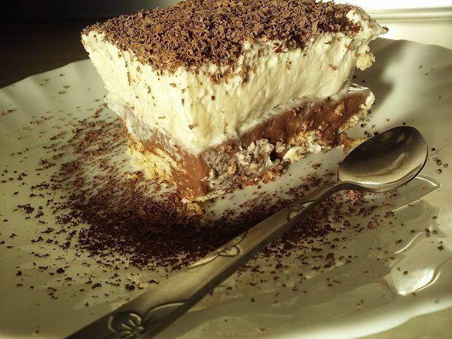 Κοινοποιήστε στο Facebook Ή υπεροχή τής απλότητας!! Υλικά: Για την κρέμα σοκολάτα: 1 λίτρο γάλα (μισό νερό,μισό εβαπορέ) 1σοκολάτα κουβερτούρα 8κουταλιές τής σούπας ζάχαρη 6κουταλιές τής σούπας κορν φλαουερ Για την σαντιγί: 1 κουτί γάλα ζαχαρουχο 350ml κρύο γάλα 2...
