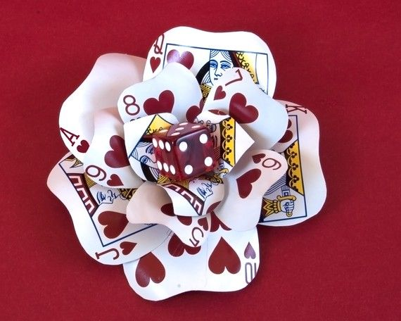 Win this handmade casino and Las Vegas themed wedding fascinator by Little Asian Sweatshop made of dice and cards. Perfect for a Vegas wedding, elopement or honeymoon! Details: http://www.littlevegaswedding.com/2013/11/introducing-handmade-wedding-accessories-perfect-for-vegas-a-giveaway/#.Up4MD2RgbZY