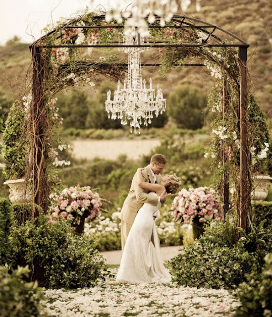 Outdoor wedding chandelier beautiful rustic wedding for Where to have an outdoor wedding