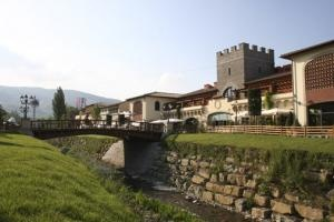 A special weekend for shopping with 'Glam & Chic' offer from Monsignor della Casa Country Resort in Tuscany