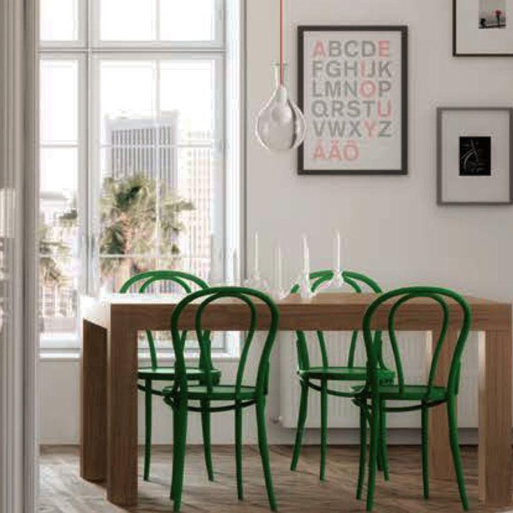 mesa comedor con sillas en verde estilo vintage con decoracin a tono de moblec por