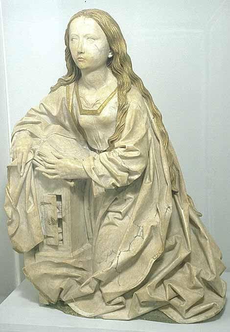 Tilman RIEMENSCHNEIDER  Heiligenstadt im Eichsfeld, vers 1460 - Würzburg, 1531    La Vierge de l'Annonciation   Vers 1495   Proviendrait de l'église Saint-Pierre à Erfurt (Thuringe)  Albâtre partiellement polychromé  H. : 1 m.    L'ange, sculpté à part, se tenait à la droite de la Vierge. Il était sans doute représenté agenouillé pour la saluer. À l'origine, les deux sculptures pouvaient être placées dans la caisse d'un petit retable, peut-être à usage privé.