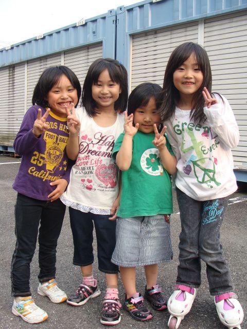 Osaka- dzieci pozujące do zdjęcia