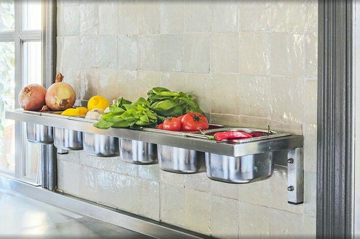 By babsappels.nl, restaurant La Cucina, ik wil zo'n houder voor mijn gastronormbakken!