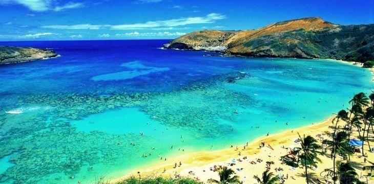 Una delle più belle spiagge di Honolulu, capitale delle Hawaii