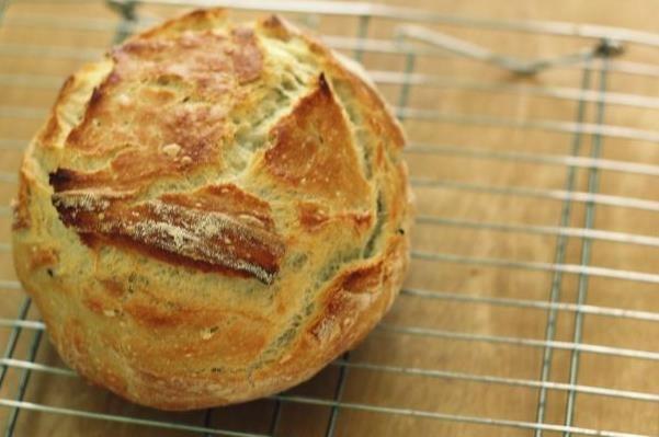 Πανεύκολη συνταγή για σπιτικό ψωμί χωρίς μαγιά!