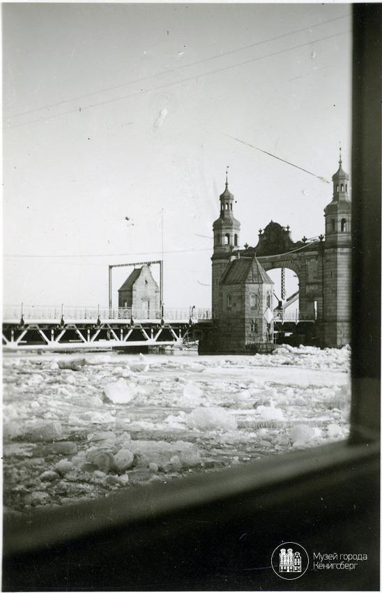 Тильзит. Ледоход, вид на мост Королевы Луизы. Фото середины 30-х годов.