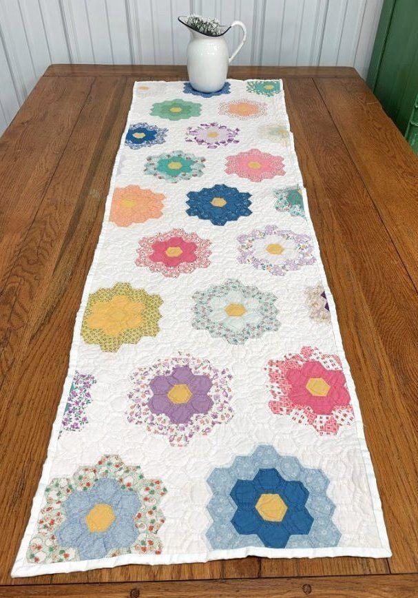Cottage C 1930s Grandmothers Flower Garden Vintage Table Quilt
