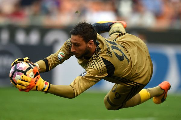Gianluigi Donnarumma goalkeeper of Milan in action during the Serie A match between AC Milan and US Citta di Palermo at Stadio Giuseppe Meazza on April 9, 2017 in Milan, Italy.