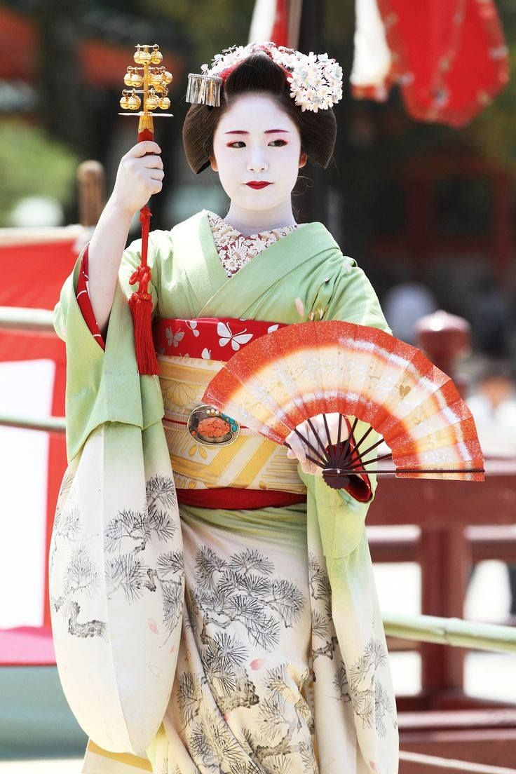 PARTAGE OF GEISHA MOMENTS........ON FACEBOOK.......