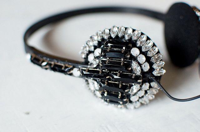 DIY Jeweled Headphones www.apairandasparediy.com