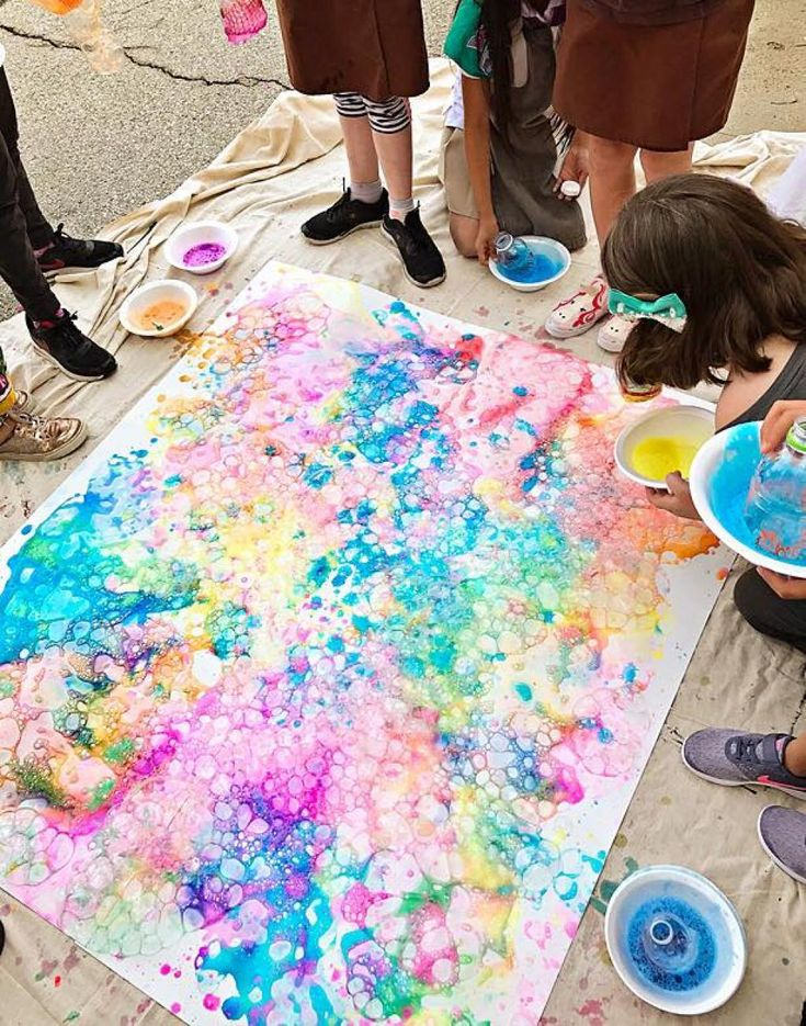 Voici la recette pour faire de belles bulles colorées sur une toile ou du papier