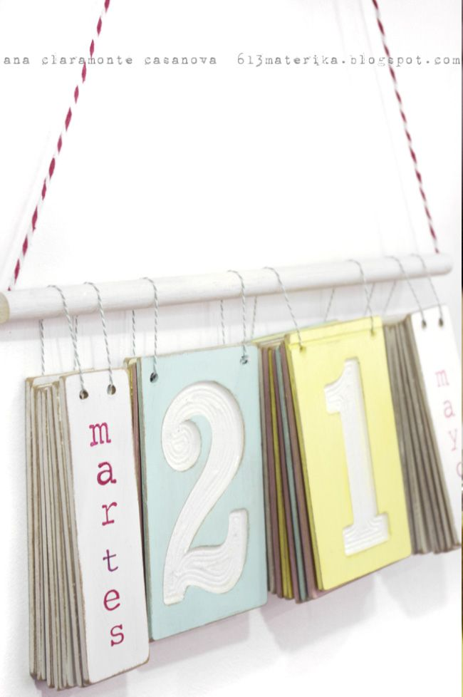 A simple design, easy to flip the block to see the next date. Really like the color combination.