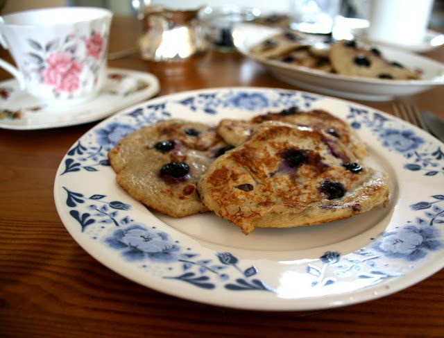 Blueberry banana pancakes with two ingredients (bananenpancakes) - Yellow lemon treeYellow lemon tree