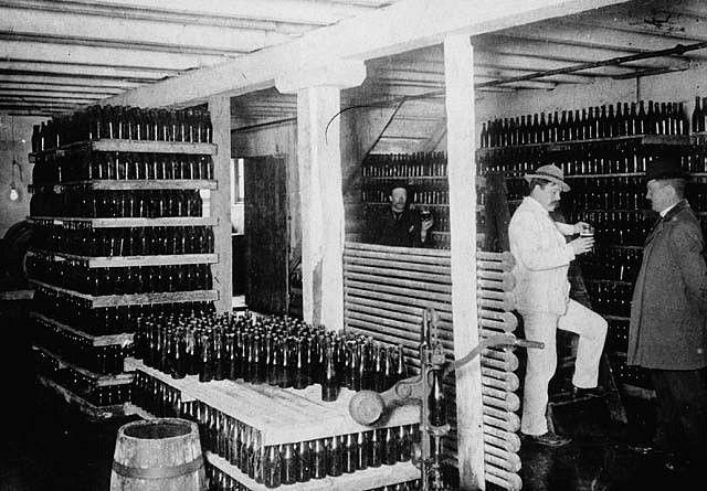 Interior of Molson's Newfoundland brewery / Intérieur de la Brasserie Molson à Terre Neuve   by BiblioArchives / LibraryArchives