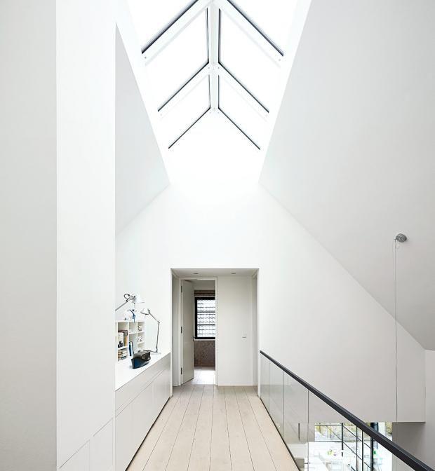 Satteldach mit Loft-Feeling: Oberlicht im Dachfirst