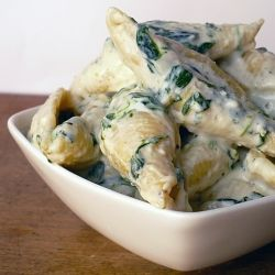 spinach-gorgonzola pasta- I may have to feel ambitious for this one