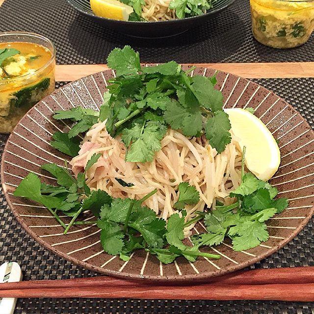 hi_rose80 on Instagram pinned by myThings Today's dinner .  タイ風塩焼きそばでこんばんは☺︎ .  市販の塩焼きそばにナンプラー足して、たっぷりのもやしでカサ増し‼︎ 豚バラも入ってます。 そして、モリモリのパクチーさん♡ レモンをキュッと絞って頂きました☺︎ トムヤム風かき玉スープも。 .  ごちそうさまでした! . .  #dinner #homemade #foodie #foodpic #foodporn #夕飯#夕食#晩ごはん#おうちごはん#焼きそば#パクチー#パクチーlove#パクチー祭#kaumo #kurashirufood #cookingram #delistagrammer #クッキングラム#デリスタグラマー#新米ママ#男の子ママ #5月生まれ #9months #9ヶ月#生後9ヶ月