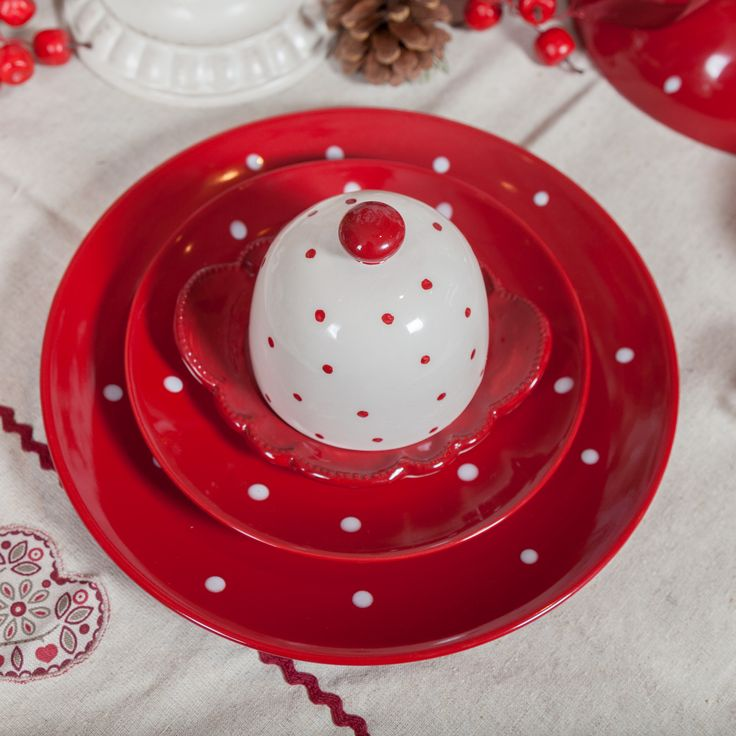 Red and white bubbly dotty dots and plates - only @ ChicVille