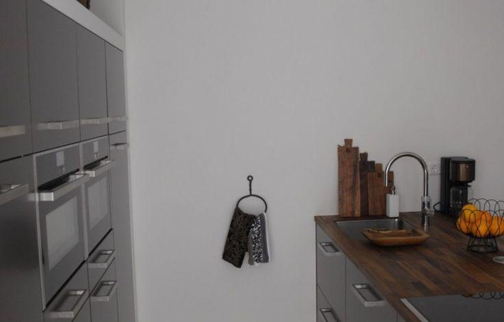 Leuk idee voor het ophangen van de keukendoek.