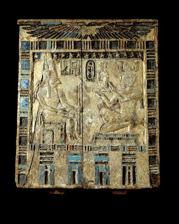 Panneau en bois doré et incrustations d'un naos au nom d'Amasis.