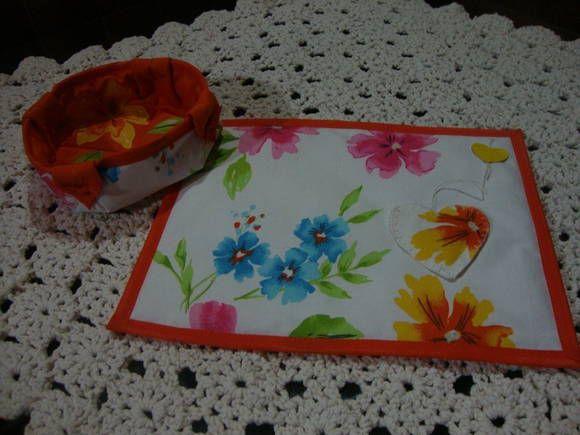 Joguinho para o chá, um mug rug e uma cestinha em tecido.  Cores e estmpas variadas.  Pode ser feito acompanhando o kit de cozinha.