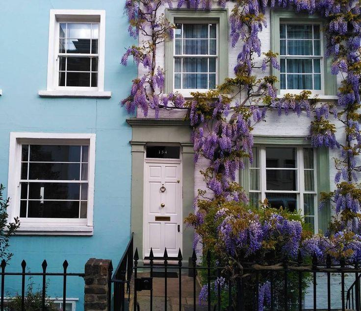 Ещё один райский уголок�� .  #���� #london #londonuk #visitlondon #travel #lovelondon #photography #vscolondon #toplondonphoto #london_only #picture #capture #londoncity #architecture #artlovers #vscophotos #vscophotography #bluewall #blossom #pictures #лондон #англия #великобритания http://tipsrazzi.com/ipost/1522792365630530838/?code=BUiC5akFaUW