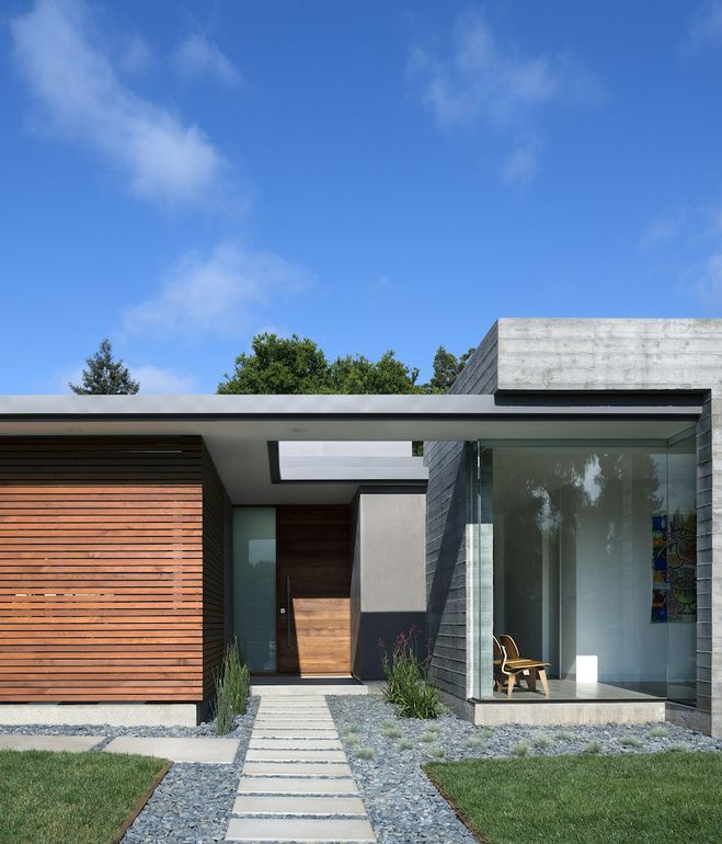 Located in Los Altos, California, Curt Cline's modern passive house seeks to respect the neighborhood fabric. By keeping the abode low-sl...
